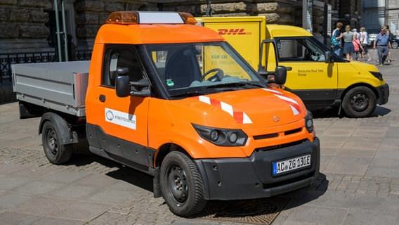 Dhl Baut Elektro Flotte In Hamburg Aus Ndrde Nachrichten Hamburg