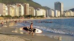 Strandleben an der Copacabana in Rio de Janeiro, Brasilien Foto: Marcelo Sayao
