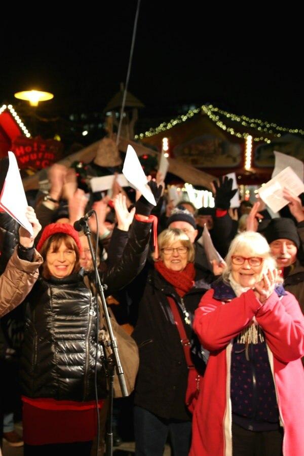 Weihnachtslieder Zum Singen.Das Große Weihnachtslieder Singen 2018 Ndr De Hand In Hand Für