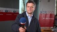Jörn Straehler-Pohl im Studio von NDR 90,3 © NDR Foto: Marco Peter