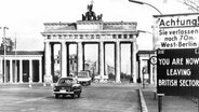 Zonengrenze am Brandenburger Tor 1958 © akg-images / picture alliance