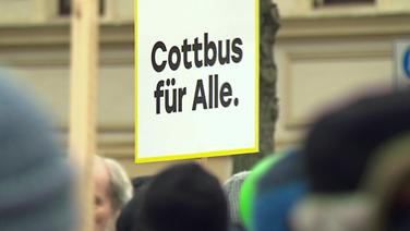 Plakat auf einer Demonstration  Fotograf: Screenshot