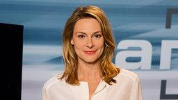"Anja Reschke, Moderatorin der Sendung ""Panorama"" im Studio © NDR/Thomas Pritschet Foto: Thomas Pritschet"