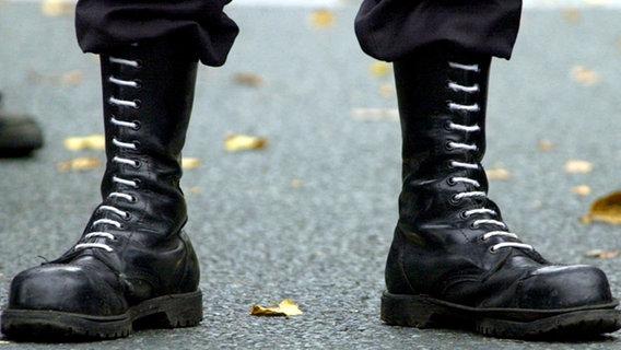 Grölende Nazis, hilflose Polizisten - Kapitulation am Ostseestrand