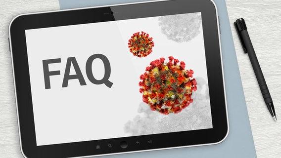 """FAQ"" steht auf einem iPad. © panthermedia, Fotolia Foto: lamianuovasupermai"