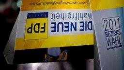 Ein umgeknicktes Wahlwerbeplakat der FDP © dpa Bildfunk Foto: Robert Schlesinger