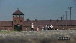 Das Eingangstor des Konzentrationslagers Auschwitz.