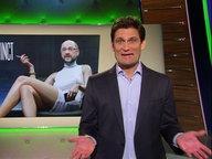 Christian Ehring, im Hintergrund ein Bild von Martin Schulz als Sharon Stone.