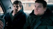 v.l.: Sam (Mathew Baynton), Phil (James Corden) © NDR/BBC, honorarfrei