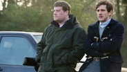 v.l.: Phil (James Corden), Sam (Mathew Baynton) © NDR/BBC/Des Willie, honorarfrei