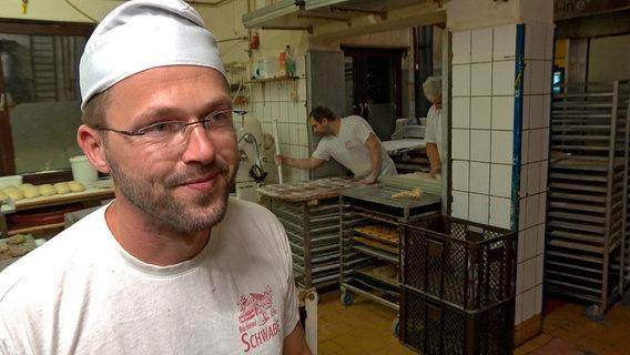 """""""Ohne Nachwuchs wird es schwierig"""", sagt Daniel Schwabe. © NDR/Populärfilm"""