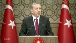 Der türkische Präsident Erdogan an einem Rednerpult.