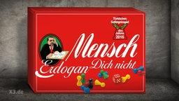 """Der Kasten eines Mensch-ärger-dich-nicht-Spiels mit der Aufschrift: """"Mensch Erdogan dich nicht""""."""