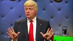 """Max Giermann als Donald Trump bei """"Extra 3""""."""