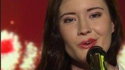 Madeline Juno singt live im Morgenmagazin