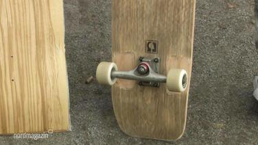 Longboards aus Holz.