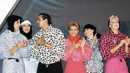Wintermode 1986: Ballonjacken und Hosen in allen Farben und Mustern waren damals der Hingucker. © picture-alliance/ dpa Fotograf: apa