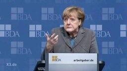 Merkel macht eine Grimasse