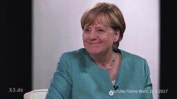 Merkel grinst