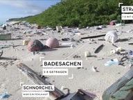 Ein Strand voll mit Plastikmüll