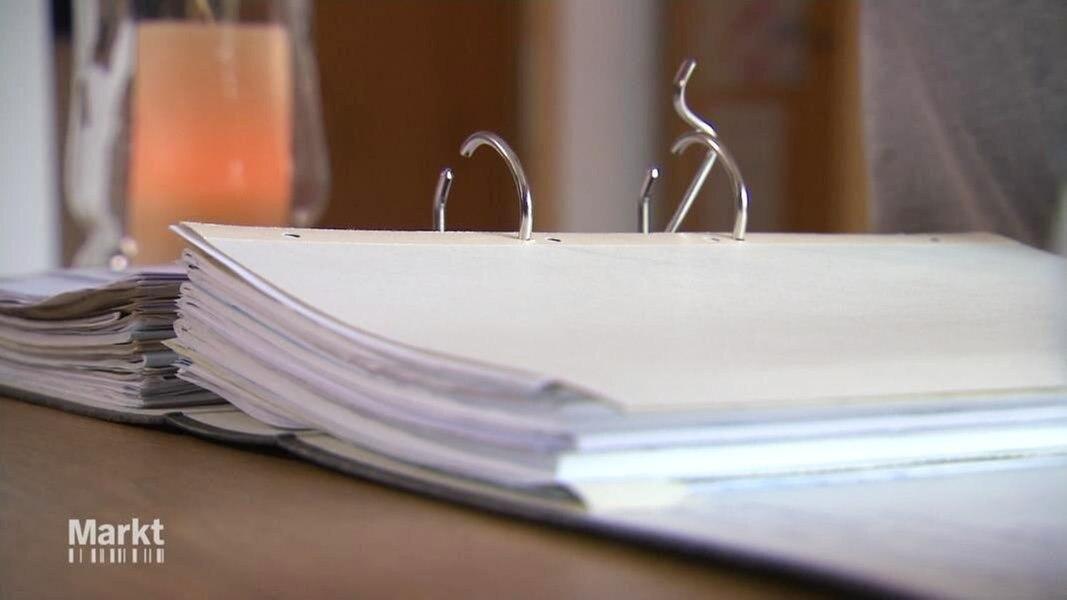 Doppelt Versichert Makler Schaltet Auf Stur Fernsehen Sendungen A Z Markt