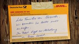 Ein Aufkleber der Deutschen Post AG mit einem Brief an die Familie von Nazareth beschriftet.