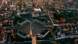 Schloss Amalienborg in Kopenhagen. © © NDR/dmfilm und tv produktion GmbH & Co. KG