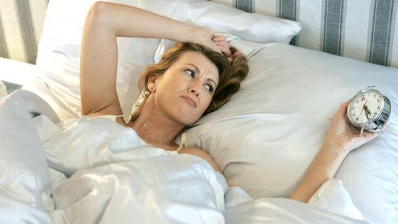 was hilft gegen schlafstörungen in den wechseljahren