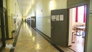 Le couloir d'une école.