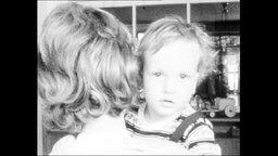 Mutter mit Kind (Archivbild von 1964).