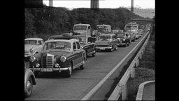 Autos stehen im Stau (Archivbild)