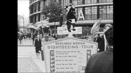 """Schild mit der Aufschrift """"Berliner Bären Sightseeing-Tour"""""""