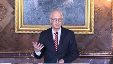Hamburgs Erster Bürgermeister, Peter Tschentscher (SPD) bei einer LPK. | Screenshot NDR