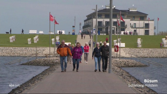 Touristen in Büsum.