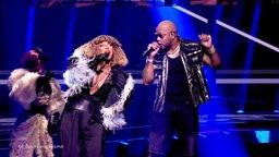 Senhit (San Marino) mit Flo Rida auf der Bühne.