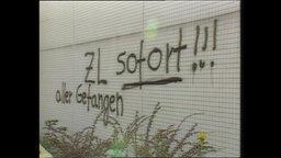 """Ein Graffiti mit dem Inhalt """"Zusammenlegung jetzt!"""""""