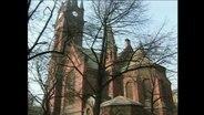 Aufnahme einer Kirche aus rotem Backstein