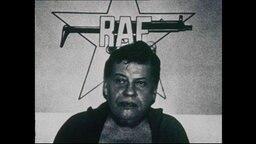 Der von der RAF entführte Hanns Martin Schleyer vor dem Logo der RAF (Archivbild).