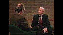 Joop den Uyl sitzt dem Panorama-Reporter im Interview gegenüber (Archivbild).