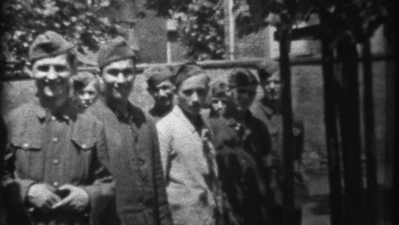 Photo of Wilhelm Venherm with soldiers in World War II.  © private