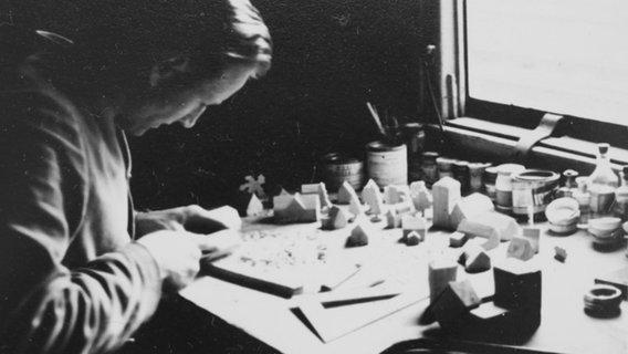 Wilhelm Venherm doing handicrafts during the Second World War.  © private