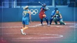 Auftaktschlag beim Baseball mit drei Frauen