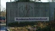 Schild: Bundesnachrichtendienst