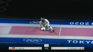 Der Fechter André Sanita liegt nach einer Verletzung auf dem Boden.