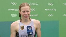 Die deutsche Triatlethin Laura Lindemann gibt ein Interview