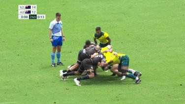 Die Rugby-Teams Neuseelands und Australiens im sog. 'Gedränge'.