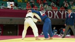 Der deutsche Judoka Dominic Ressel im Kampf mit seinem japanischen Konkurrenten.