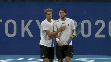 Alexander Zverev nimmt Jan-Lennard Struff in den Arm.