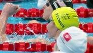Schwimmerin Titmus freut sich über Gold in 200m Freestyle.