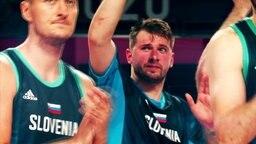 Basketballspieler Luka Doncic (m.)